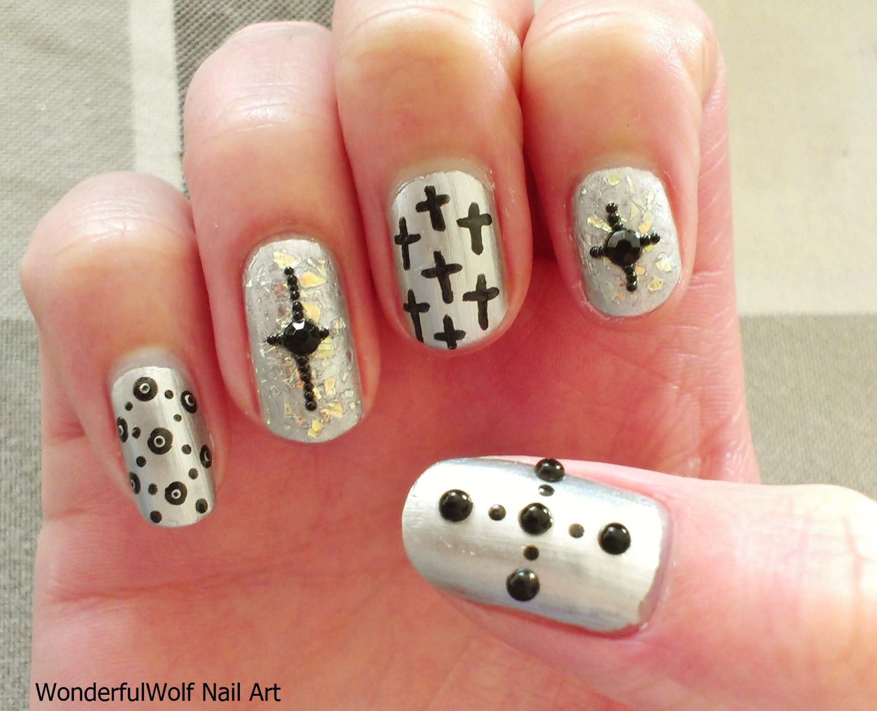 Tag Archives: Cross Nail Art