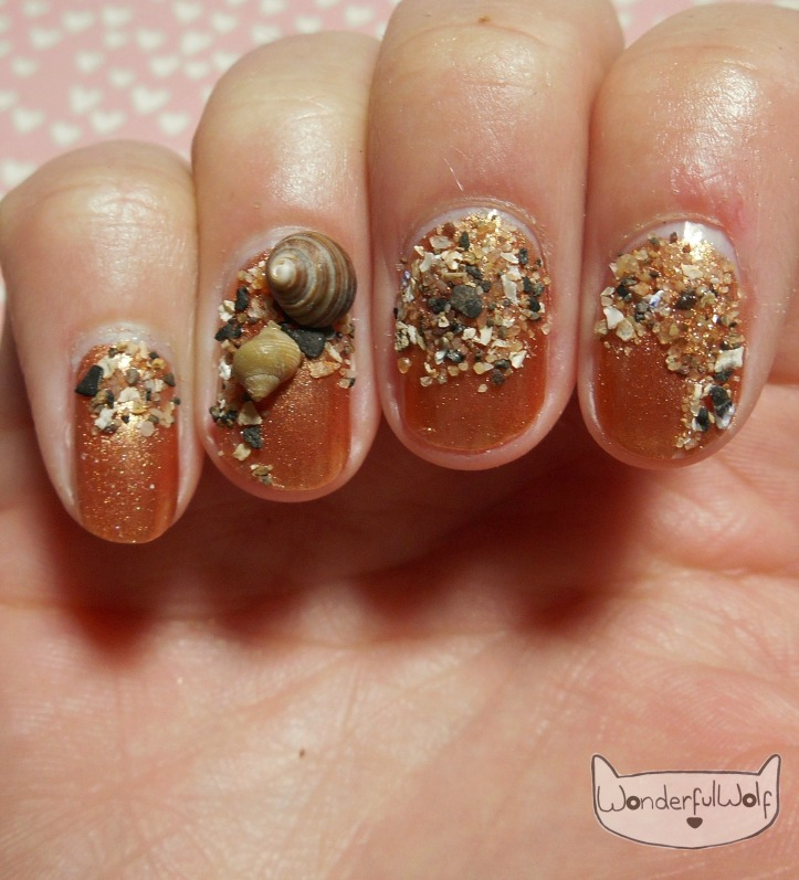 Sandy Shell Beach Nail Art