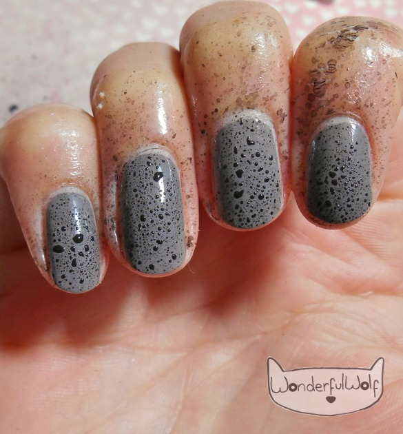 BlackSplatterNails