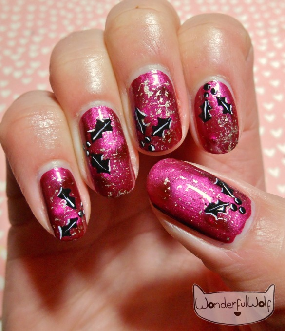 alternative-christmas-holly-nail-art
