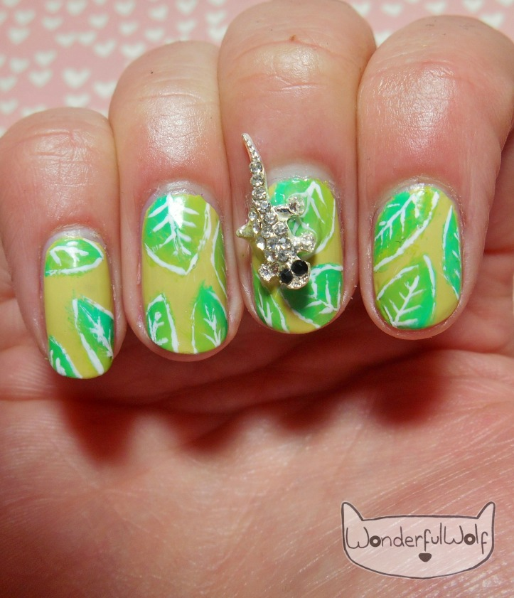 lizard-leaf-nail-art